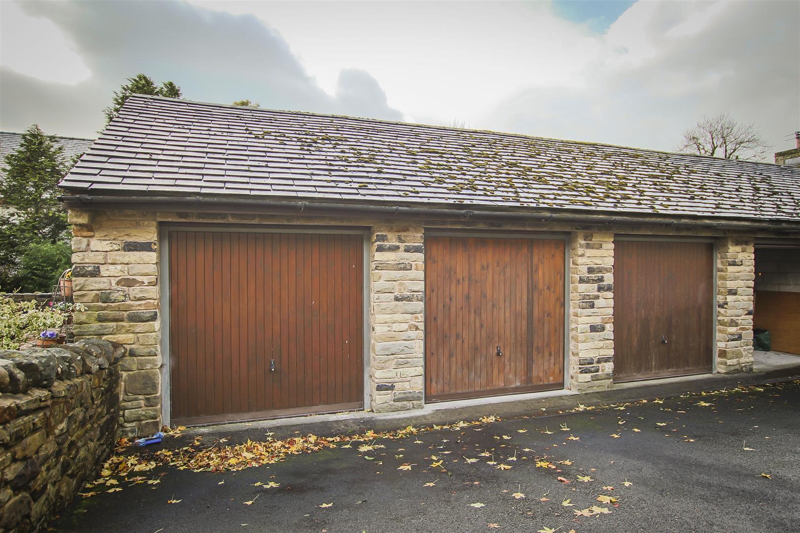 3 Bedroom Cottage For Sale - Garage